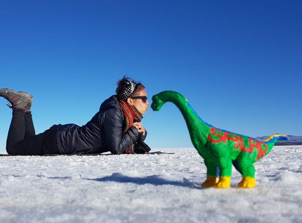 salar de uyuni bolivia - foto con dinosauro